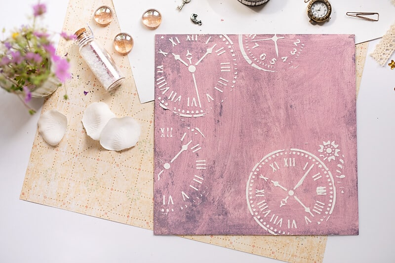 The cover of the DIY photo album covered purple and relief paste